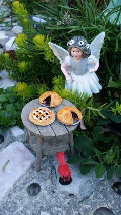 Fairy Garden Miniature Wild Fairy Berry Pie, Miniature Dollhouse Pie, Fairy Food, Miniature Food,