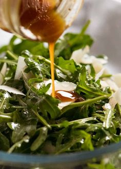 Rocket Salad with Balsamic Dressing and shaved parmesan is a classic side salad that you often see on restaurant menus. Great with roasts and pasta! Parmesan Recipes, Lamb Recipes, Side Salad Recipes, Healthy Recipes, Restaurants Gastronomiques, Salad With Balsamic Dressing, Rocket Salad, Recipetin Eats, Recipe Tin