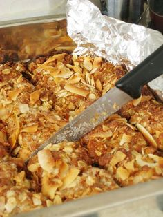 Crunchies are something a lot of South Africans grew up with, like Hershey's Kisses in North America, or hot, roasted chestnuts in Europe. Yet, I never ever thought that they were in fact a purely . Read Recipe by South African Desserts, South African Dishes, South African Recipes, Ethnic Recipes, Africa Recipes, Kos, International Recipes, Biscuits, Food To Make