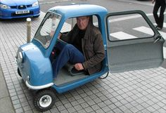 My all-time favorite Top Gear episode. Jeremy Clarkson is and fits in the smallest car in the world. How can I complain about headroom in a sports car? Jeremy Clarkson, Smart Fortwo, Weird Cars, Cool Cars, Dmc 12, Top Gear Bbc, Car In The World, Small Cars, Grand Tour