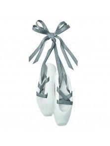 Mathilde M. Detalles de boda: Zapatillas de Ballet perfumadas con lazo de raso de Mathilde M Esculpidas en escayola