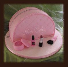 Makeup Bag Cake Tutorial To make a makeup bag cake