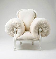 L'artiste coréenne Lila Jang réalise ses meubles étranges aux design surréalistes...