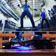 Arx Pax LLC | arxpax.com Greg y Jill Henderson querían montar un real-y-honesto hoverboard. Se dieron cuenta de que si una patineta de aire alguna vez existiría tendrían que crearla ellos mismos. Y lo hicieron! Utilizando una innovadora tecnología conocida como Arquitectura de Campo Magnético (MFATM). La fantástica creación es llamada Hendo Hoverboard diseñada y creada con @Vectorworks. En la foto la estrella del skate Tony Hawk en las pruebas imágenes cortesía de Arx Pax LLC.  Greg and Jill…