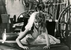 Amanda Bearse as Amy in Fright Night directed by Tom Holland Female Horror Movie Characters, Horror Films, Amanda Bearse, Best Vampire Movies, Chris Sarandon, Vampire Dracula, Female Vampire, Character Poses, Fright Night