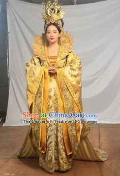 Traditional Ancient Chinese Tang Dynasty Imperial Empress Queen Embroidered Tailing Dress Costume and Headpiece Complete Set for Women Traditional Fashion, Traditional Dresses, Turandot Opera, The Empress Of China, Yellow Costume, Geisha, Oriental Dress, Chinese Clothing, Indian Designer Outfits