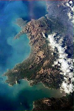 Chris Hadfield took this picture of Wales from the International Space Station.  dim geiriau....