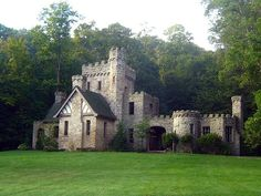 Squire's Castle Cleveland, Oh Squire's Castle is a shell of a building located in the North Chagrin Reservation of the Cleveland Metroparks in Willoughby Hills, Ohio. Most Haunted, Haunted Places, Haunted Houses, Haunted Castles, Real Castles, Famous Castles, Abandoned Castles, Abandoned Places, Abandoned Mansions