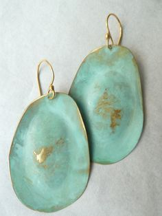 Artsy yet classic, Sibilia for IMPERIO jp earrings can be found in museum shops from London to Tokyo, and now on Taigan. These are the large drops in vermeil with a patina finish, super lightweight. Please avoid spraying perfume or showering/swimming with these earrings as it may affect the Patina...