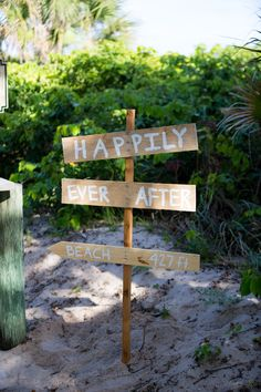 Rustic Directional Sign | The Majestic Vision Wedding Planning | Palm Beach Shores Community Center in Palm Beach, FL | www.themajesticvision.com | Chris Kruger Photography