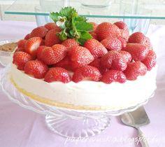 Mansikka vaniliarahka hyydykekakku Cheesecake, Baking, Desserts, Food, Cheesecake Cake, Bread Making, Tailgate Desserts, Deserts, Patisserie