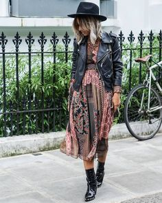 Look com vestido, cute jackets, skirt outfits, boho outfits, spring outfits Cute Dress Outfits, Boho Outfits, Cute Dresses, Casual Outfits, Fashion Outfits, Spring Outfits, Dresses Dresses, Rock Chic Outfits, Urban Chic Outfits
