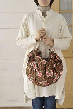 コロンと丸い形がかわいいバルーンバッグ。/フリークロス活用術(「はんど&はあと」2012年12月号)