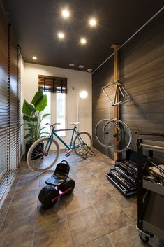 エルクホームズ/趣味室 Bike Room, Japan Design, Workout Rooms, Garages, Packers, Decor Styles, Entrance, Home Goods, Bicycle