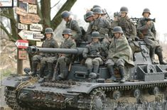 Dio of German Pz. IV and riders, early war