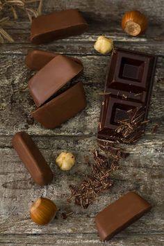 Gianduiotti - la ricetta vegan dei cioccolatini piemontesi - Mammachechef Biscotti, Chocolate Heaven, Vegan Recipes, Dessert, Cooking, Sweet, Latte, Nice, Cuisine