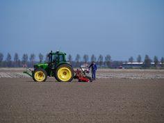 werken op het land in de NOP.  bayke foto