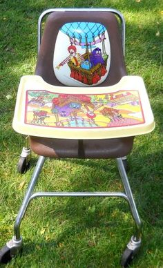 McDonald's high chair I remember this! They had these when I had my bday party at McDonald's with almost the whole school! 90s Childhood, My Childhood Memories, Great Memories, Telephone Retro, Radios, 90s Toys, School Memories, Ol Days, The Good Old Days