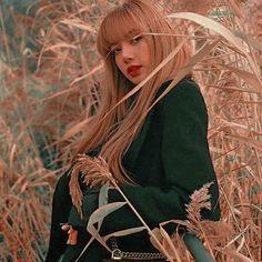Jennie Blackpink, Blackpink Lisa, Yg Entertainment, K Pop, Lisa Black Pink, Blackpink Icons, Blackpink Members, Lisa Blackpink Wallpaper, Kim Jisoo