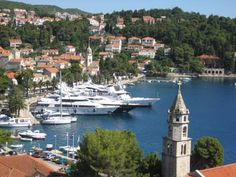 Villa Rozic Cavtat Villa Rozic in Cavtat Old Town enjoys a quiet location and panoramic views of the harbor and Adriatic Sea. Cavtat's cafes, restaurants and beaches are just a 5-minute walk away. All rooms are air-conditioned.