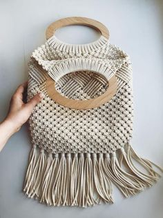 This macrame bag made from natural materials will be a great accessory for your romantic look. This macrame bag is perfect for spring and summer walks. Macrame Colar, Macrame Purse, Micro Macrame, Etsy Macrame, Macrame Wall Hanging Patterns, Macrame Patterns, Macrame Design, Crochet Handbags, Handmade Bags