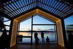 garage wohnraum moderner umbau greypants led licht paneele deck seeblick