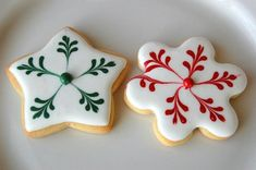 100 Christmas Cookies Decorations That Are Almost Too Pretty To Be Eaten - Hike n Dip Here are the best Christmas Cookies decorations ideas for your inspiration. These Christmas Sugar Cookies decorated with royal icing are cutest desserts. Cute Christmas Cookies, Xmas Cookies, Iced Cookies, Royal Icing Cookies, Cupcake Cookies, Christmas Treats, Christmas Baking, Christmas Christmas, Cookie Icing