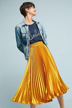 Gorgeous gold skirt with tiny pleats // Gemma Pleated Skirt from anthropologie // love a shiny dressy skirt dresses down with a casual denim jacket Yellow Skirt Outfits, Yellow Pleated Skirt, Pleated Skirt Outfit, Gold Skirt, Dress Skirt, Yellow Skirts, Pleated Skirts, Nice Outfits, Skirt Fashion
