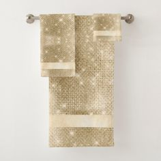 Glitter and Shine Pattern Gold Bath Towel Set Bath Towel Sets, Bath Towels, Glass Tile Fireplace, Glitter Bathroom, Bathroom Accesories, Luxury Towels, Bathroom Sets, White Elephant Gifts, Washing Clothes