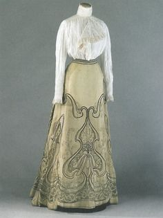 ephemeral-elegance:  Art Nouveau Embroidered Skirt, ca. 1900-05 Attributed to Callot Soeurs via Palais Galliera