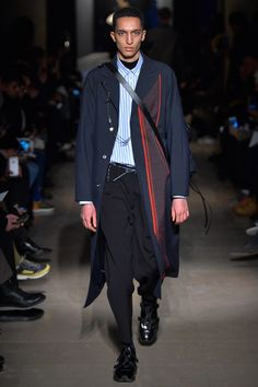 See the complete OAMC Fall 2017 Menswear collection.
