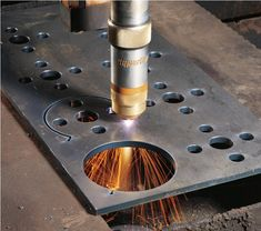 Ideas and videos to help you get started with your CNC plasma cutting project Plasma Arc Welding, Plasma Cnc, Plasma Cutting, Welding Process, Welding Tips, Plasma Machine, Cnc Machine, Corte Plasma, Elevator Design