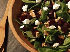 Roasted Beet Salad with Walnuts and Goat Cheese Farmhouse Rules Recipes Beet And Goat Cheese, Goat Cheese Recipes, Goat Cheese Salad, Salad Recipes Video, Salad Recipes For Dinner, Healthy Salad Recipes, Giada De Laurentiis, Orzo, Sin Gluten