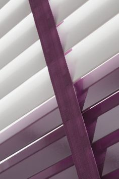Accessorise your bathroom blinds with coloured tapes. Store Venitien, Colored Tape, Blinds For You, Bathroom Blinds, Stores, Windows, Curtains, Interior Design, Wood