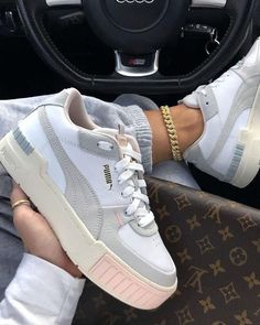 Same Cali style with a little touch of pink Tap to cop Cali Sport Rg: - stajl. Cute Sneakers, Shoes Sneakers, White Puma Sneakers, Sneaker Heels, Sneakers Women, Souliers Nike, Sneakers Fashion, Fashion Shoes, Womens Trainers Fashion