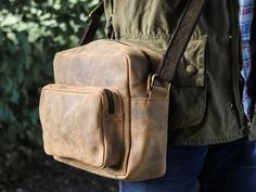 New for autumn/winter 2020. The perfect retro leather shoulder bag with an effortlessly classic style. #shoulderbag #leatherbag #manbag #giftideasforhim #travelbag Leather Backpack For Men, Leather Laptop Bag, Leather Briefcase, Leather Satchel, Leather Shoulder Bag, Mens Travel Bag, Travel Bags, Handmade Bags, Classic Style