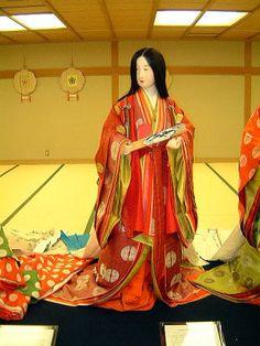 A mannequin dressed in junihitoe.