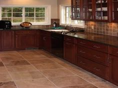 Kitchens Matching Travertine Kitchen Floor and Backsplash and Cherry Kitchen Cabinets - with black slate flooring Rico Design, Küchen Design, Floor Design, Home Design, Layout Design, Design Ideas, Cherry Wood Cabinets, Wood Kitchen Cabinets, Kitchen Tiles