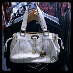 MK White Leather shoulder purse Pre-owned with imperfection as shown on picture Michael Kors Bags Shoulder Bags