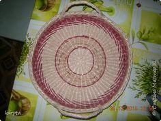 Поделка изделие Плетение Мои первые плетенки Бумага газетная Трубочки бумажные фото 5