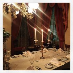 Dined in a beautiful Antebellum house tonight. It was Downton Abbey-esque... with southern accents.  #candelabra #fancy #antebellum #visitnatchez @visitnatchez #photooftheday #travel #mississippi #presstrip #beautiful