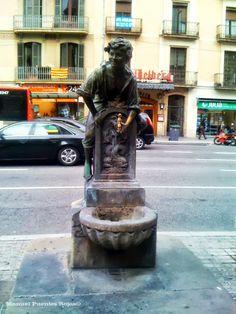 La fuente del niño, fuente de agua próxima a Plaza de Catalunya en Barcelona