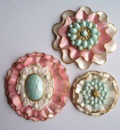 Marian pieni leipomo - Maria's little bakery: Sugar paste brooches.