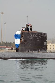 Collision sub and navy ship hormuz 2009 Us Submarines, Strait Of Hormuz, Nuclear Submarine, Us Navy Ships, Nuclear Power, Military Gear, Yellow Submarine, United States Navy, View Image