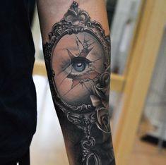 Tattoo Auge im zerbrochenen Spiegel