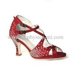 Sandalo in raso bordeaux con strass #stepbystep #scarpedaballo #danceshoes #sandali #sandal #salsa #bachata #kizomba #tango #raso #bordeaux  #strass #rhinestones