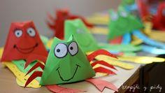 Kraby a chobotnice z barevných papírů. Základ pro oba živočichy je papírový kelímek ... http://unasnakopecku.blogspot.sk/2017/05/krabi-chobotnice.html