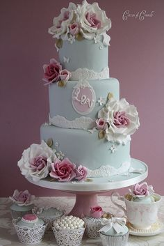 vintage wedding cake, would have to use real roses.. won't have time to make them.. or we could order them pre-made.