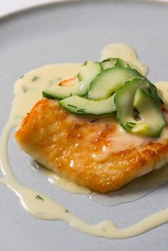 Turbot with Cucumber Beurre Blanc Recipe – Great British Chefs Beurre blanc is a classic French sauce, perfectly paired with juicy pan-fried fish in Dominic Chapman's elegant turbot recipe. A fantastic easy fish recipe which still looks very impressive. Easy Fish Recipes, Seafood Recipes, Cooking Recipes, Healthy Recipes, Keto Recipes, Healthy Food, Pan Fried Fish, Baked Fish, Gourmet