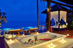 If you happen to be around Thailand anytime soon, here is an amazing bathtub! You can find this very... pinned with @PinvolveLove